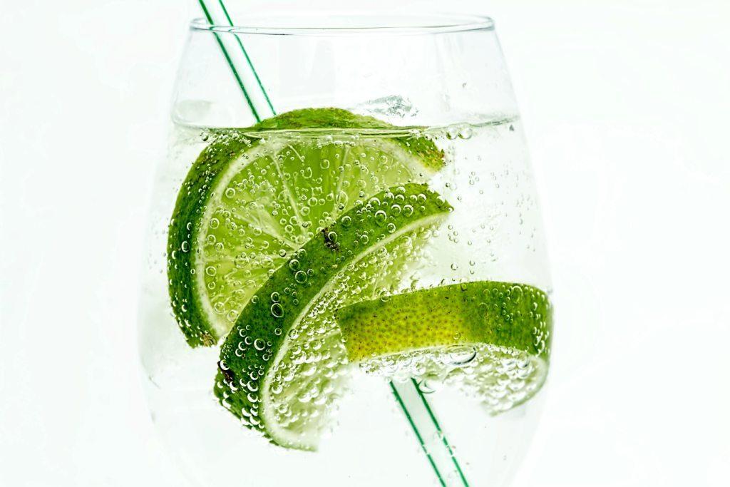 Jak zrobić naturalny napój uzupełniający elektrolity?